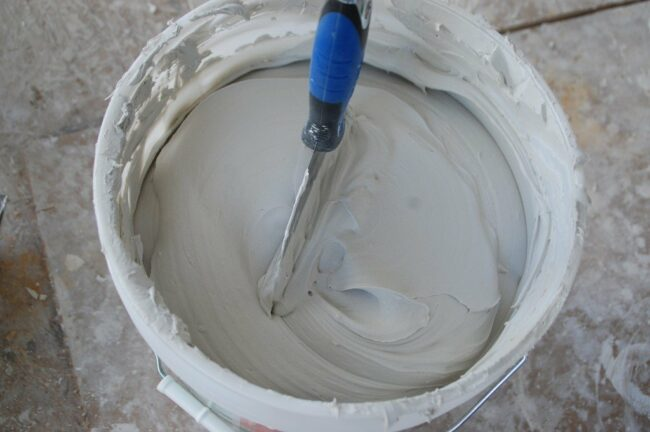 How to Finish Drywall Joints - Mixing Mud
