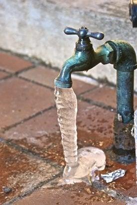macplumbingutah-frozenpipes-outdoor-faucet