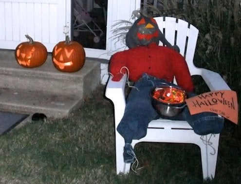 How to Make a Scarecrow - Halloween