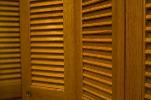 Bifold Closet Doors - Detail