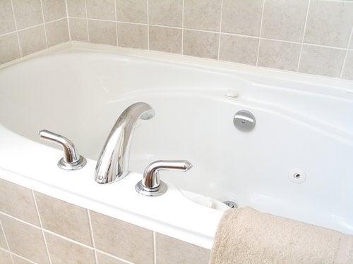How To Clean A Bathtub Homeowner S Guide Bob Vila
