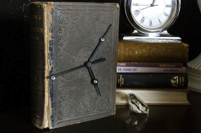 Repurpose Books - DIY Clock