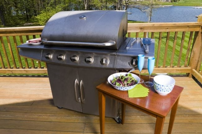 为后院野餐找到最好的烧烤架