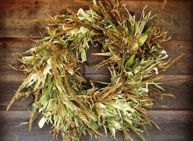 DIY Thanksgiving Decor - Corn Husk Wreath