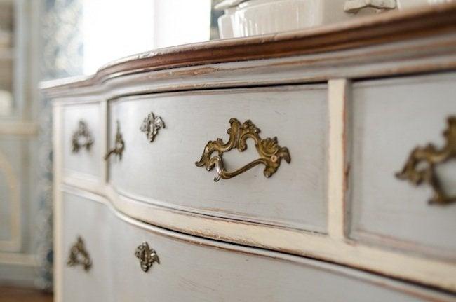 Distress Furniture Diy Antique Look, How To Antique Furniture