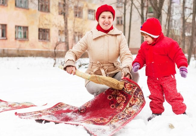 How to Clean a Rug with Snow