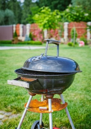 How to Clean Grill Grates - Backyard Grill