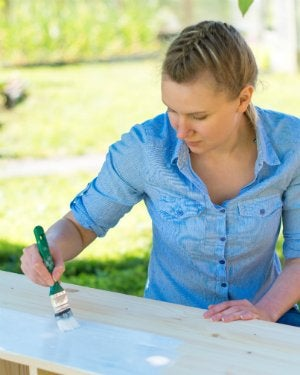 How to Distress Painted Wood - Painting Wood Furniture