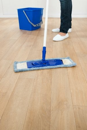 How to Mop a Floor - Mopping Wood Floors