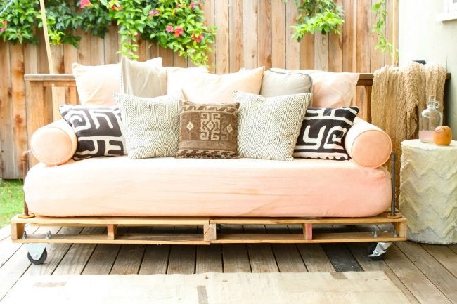 DIY Daybed - Made from Pallets