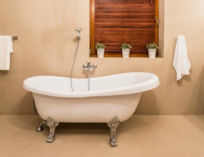 How to Paint a Bath Tub - White Clawfoot Tub