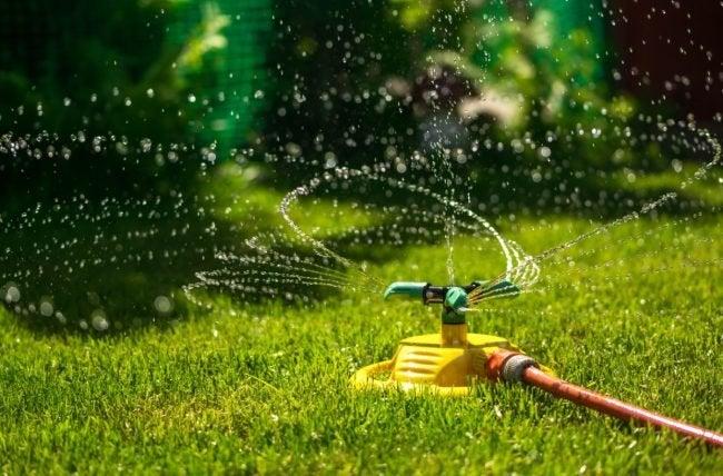最佳草坪洒水器,根据评论家