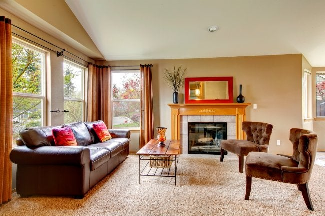 How to Stretch Carpet - Carpeted Living Room