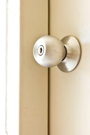 How to Remove a Doorknob