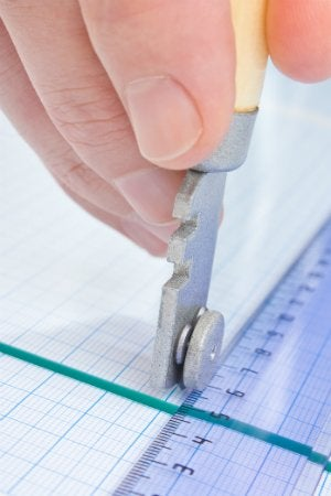 How to Cut Glass - Scoring Glass with a Glass Cutter
