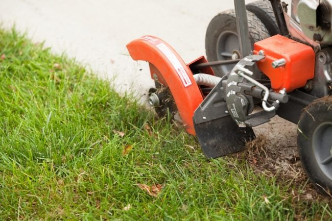 The Best Lawn Edger Options for Every Yard