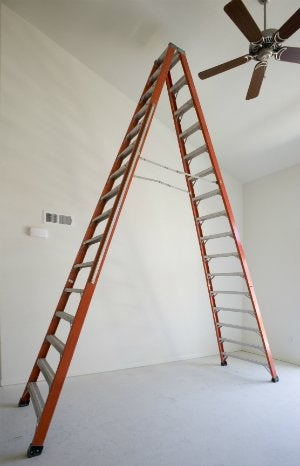 How to Balance a Ceiling Fan - With a Ladder