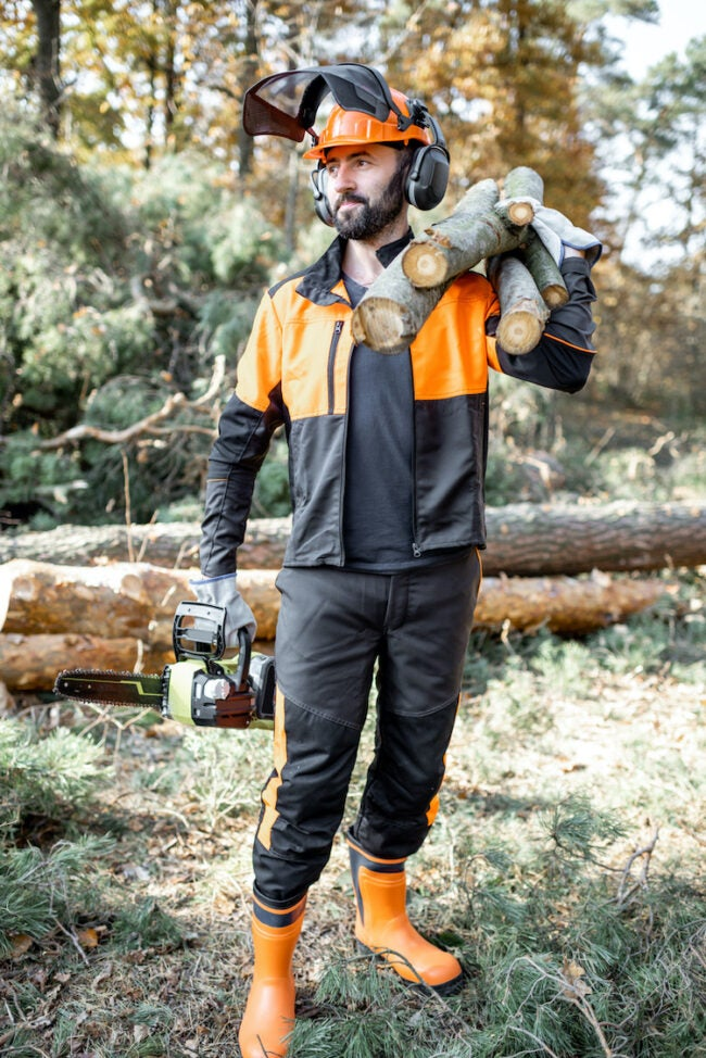 how to use a chainsaw safety gear
