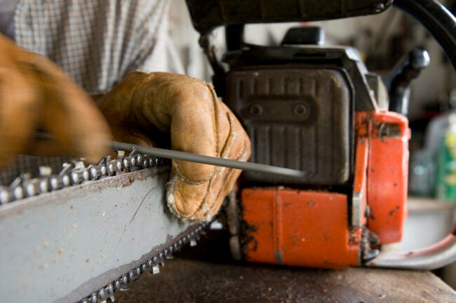 how to use a chainsaw sharpening blades