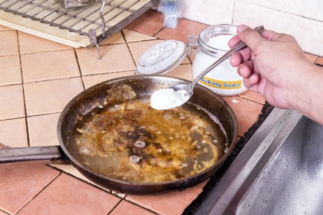 How to Clean Burnt Pans with Baking Soda