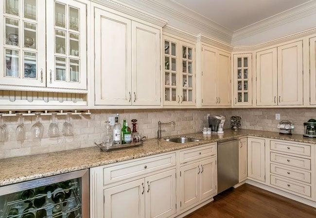 How To Glaze Kitchen Cabinets Diyer S Guide Bob Vila