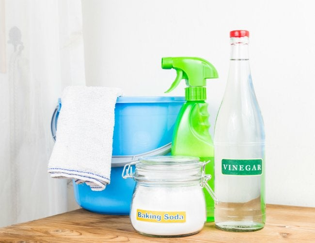 The Dos and Don'ts of Cleaning with Vinegar