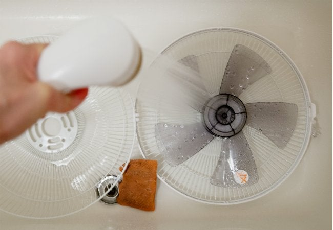 How to Clean a Fan