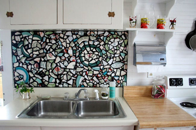 DIY a Removable Backsplash with Cracked Dishes