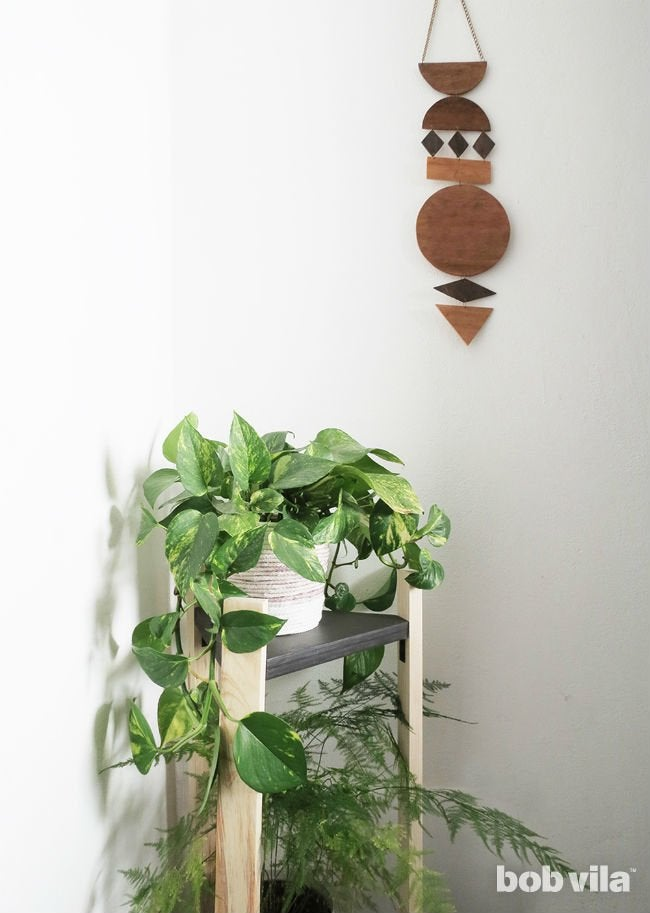 Easy Plans for a DIY Plant Stand