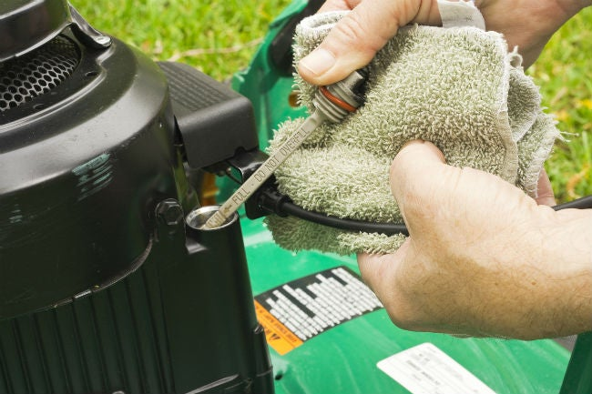 Best Type of Oil for Lawn Mowers, Solved!