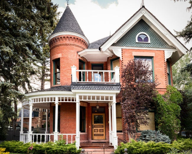All You Need to Know About the One-of-a-Kind Queen Anne Houses