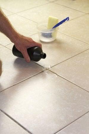 Cómo limpiar la lechada con peróxido de hidrógeno