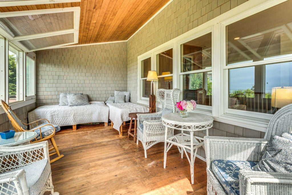 Must-Haves in a Sleeping Porch