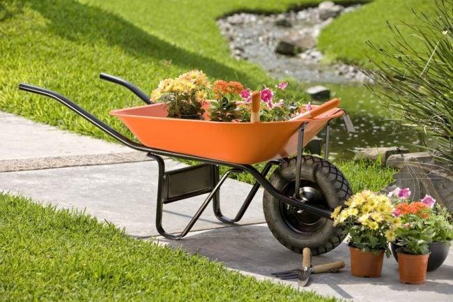 The Best Wheelbarrows for Yard Work