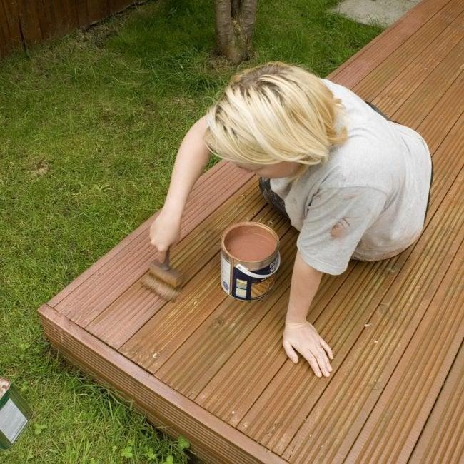 The Best Deck Paint Options For Diyers Buyer S Guide Bob Vila