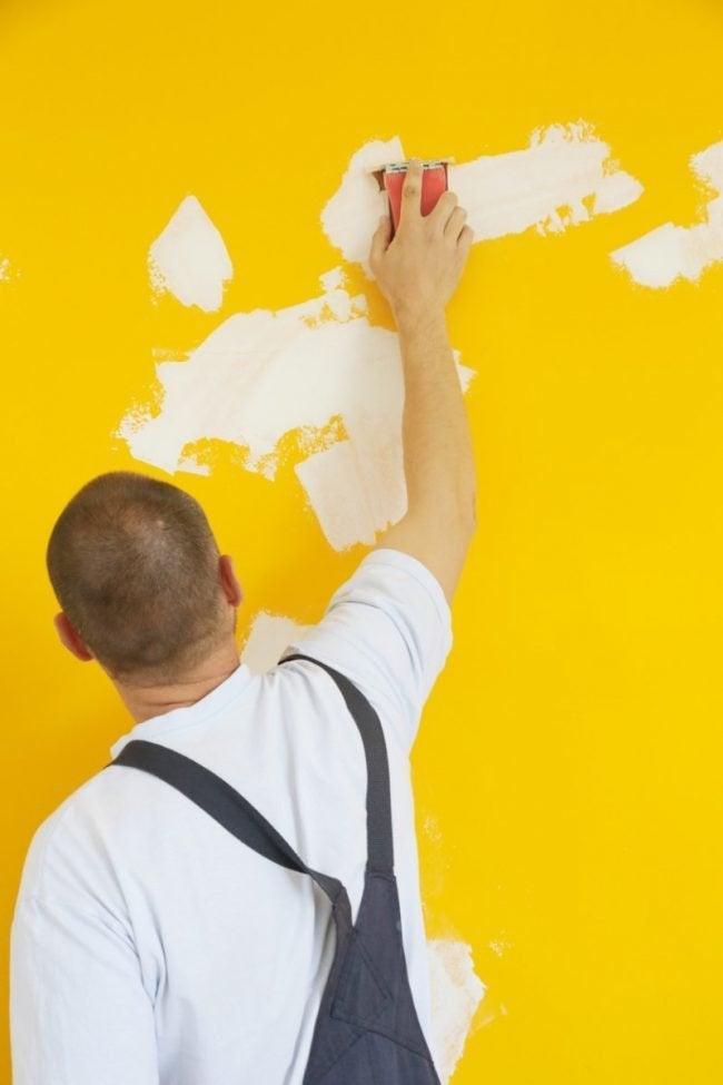 How Much It Costs to Hire a Handyman to Repair Drywall