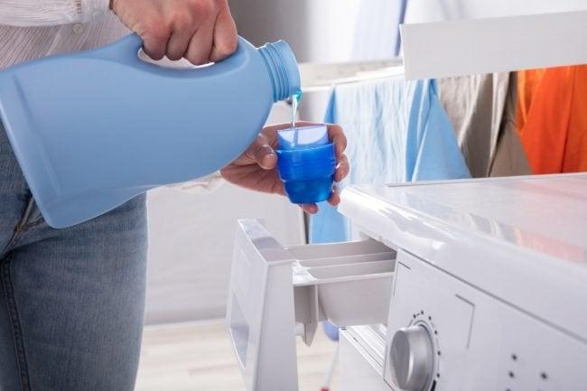 Using Liquid vs. Powder Detergent in the Laundry