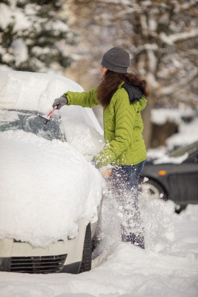 冬季最好的带刷的刮冰器