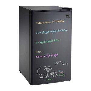 最佳迷你冰箱选择:RCA 3.2立方。ft黑色擦除板冰箱