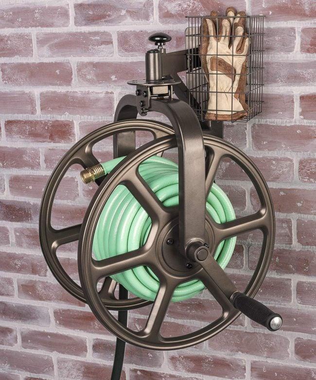 最好的软管卷轴选项:自由花园单臂导航器多向花园软管卷轴