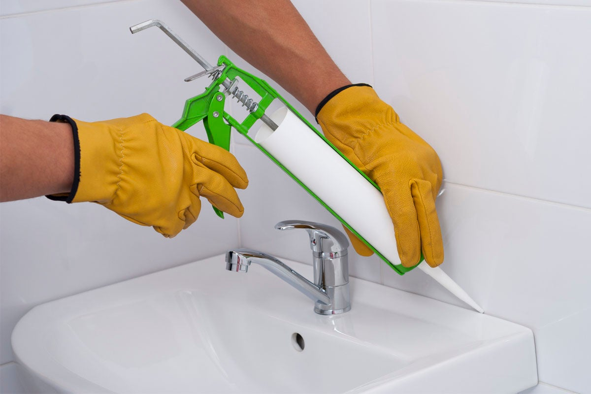 The Dos and Don'ts of Caulking the Bathroom