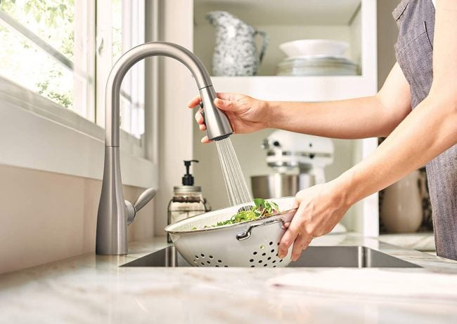 Types of Kitchen Faucets: Pull-Down Faucet