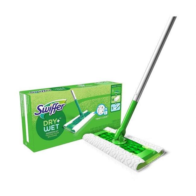 最好的拖把选项:Swiffer Sweeper干湿入门套件最佳拖把选项:Swiffer Sweeper Dry和Starter套件