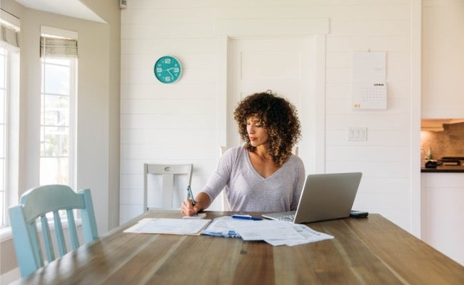 How to Save Money on Your Home Insurance (9 Top Tips)