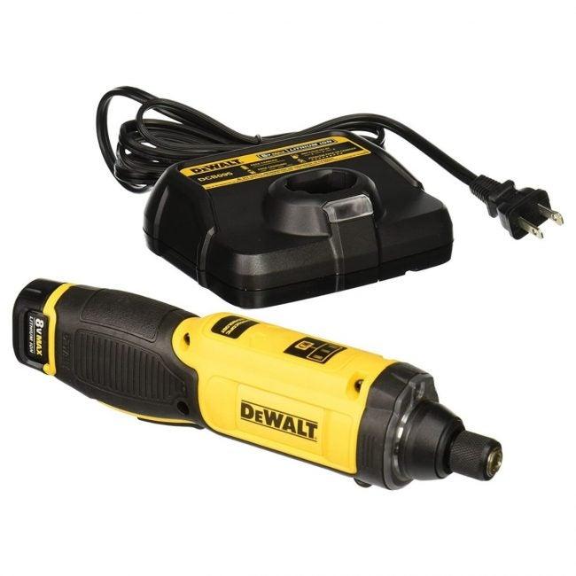 最佳电动螺丝刀选择:DEWALT 8V MAX电动螺丝刀
