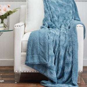 The Best Throw Blanket Option: The Connecticut Home Company Faux Fur Throw Blanket