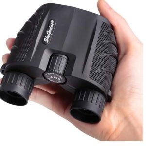 最佳双筒望远镜选择:Celestron - SkyGenius 10x25小型双筒望远镜,适用于成人