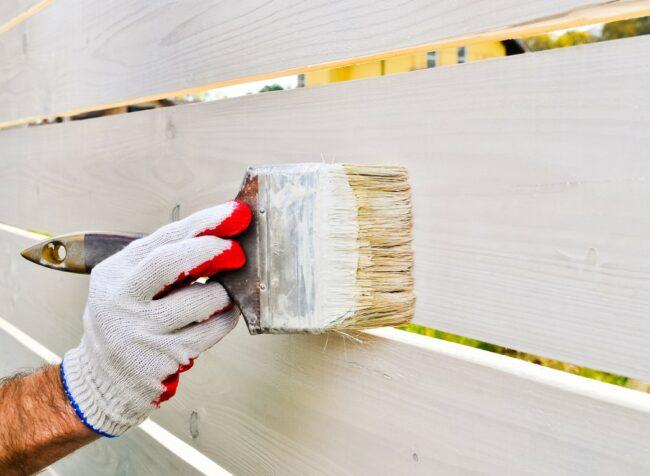 DIY户外刷新的最佳栅栏涂料