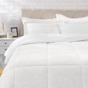 The Best Comforter Sets Option: AmazonBasics Ultra-Soft Micromink Comforter Set