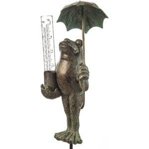 最好的雨量仪选项:常绿金属青蛙雕像与玻璃雨量尺
